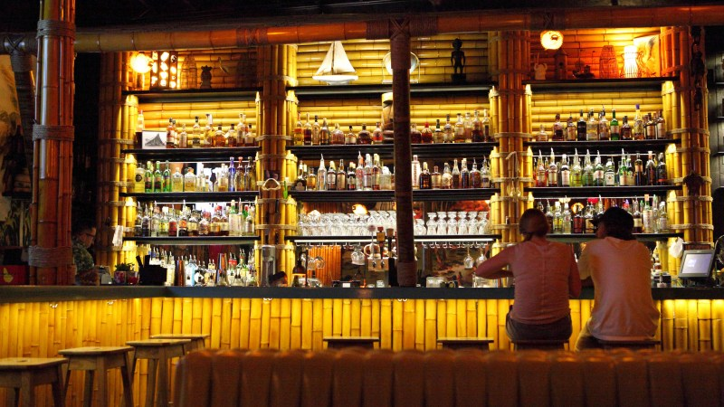 Who really reigns supreme at the bar, bartender or guest? (Photo: aloha75/Flickr.)