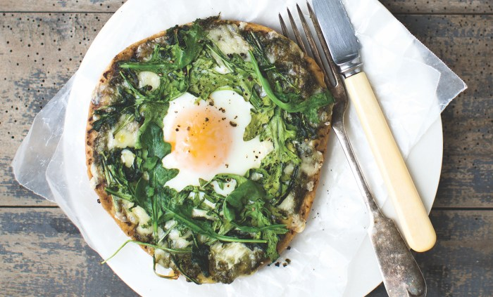 egg in a nest pizza