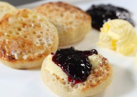 BACKGROUND homemade crumpets