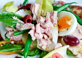 Background SALAD NICOISE