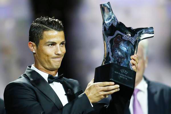 آدا هگربرگ بهترین بازیکن فوتبال بانوان و کریستیانو رونالدو به عنوان مرد سال فوتبال اروپا در سال 2016 انتخاب شدند