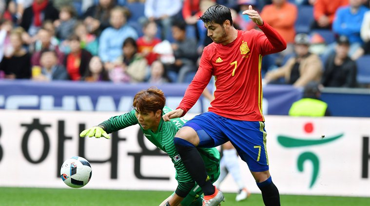 Spain's  Alvaro Morata left, challenge for the ball with South Korea's goalie  Kim Jin-Hyeon  during a friendly soccer match between Spain and South Korea in Salzburg, Austria, Wednesday, June 1, 2016. The Spain National Football Team is in Austria for a training camp in preparation for the  EURO 2016 soccer championships, hosted by France.(AP Photo/Kerstin Joensson)