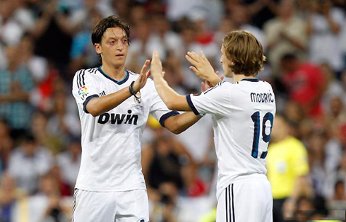 cristiano-ronaldo-548-mesut-ozil-giving-his-place-to-luka-modric-in-real-madrid-vs-barcelona-in-2012