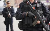 Reparti speciali dei carabinieri per la prevenzione al terrorismo in piazza del Plebiscito a Napoli, 13 Aprile 2016. ANSA/CESARE ABBATE