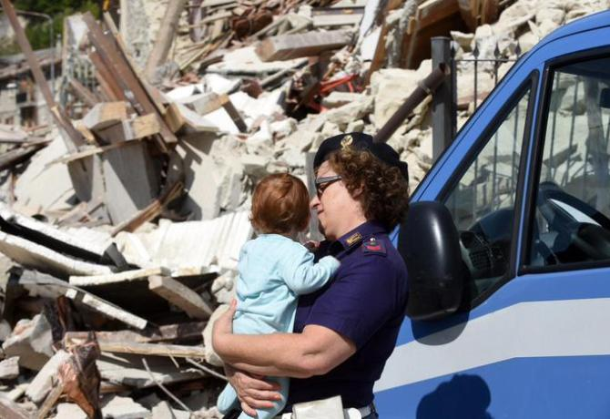 A view of collapsed and damaged houses in Pescara del Tronto, central Italy, 24 August 2016.  ANSA/CROCCHIONI