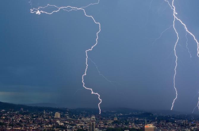 fulmini.jpg--allerta_meteo__temporali_in_arrivo_anche_in_siciliadalle_prime_ore_di_domani_attese_piogge_e_temporali