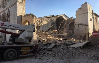 The Monks of Norcia @monksofnorcia  2 h2 ore fa The Basilica of St. Benedict is destroyed, flattened by most recent earthquake. #Terremoto