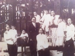 Chou extended family gathering, ca. 1922