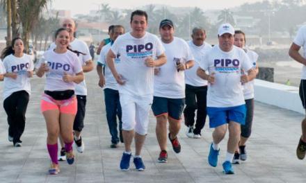 Inicia Pipo su onceavo día de campaña corriendo en el Boulevard de Boca del Río