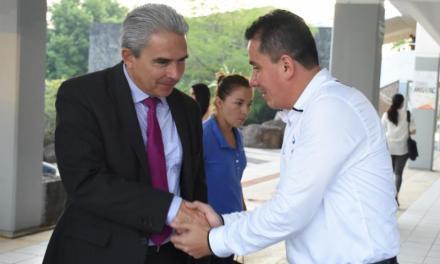 """""""Pipo"""" Vázquez sostiene encuentro con estudiantes de la Universidad Anáhuac"""