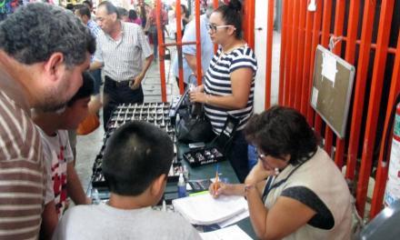 REALIZAN CAMPAÑA DE SALUD VISUAL EN EL MERCADO MUNICIPAL