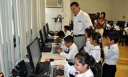 Inaugura ASR un nuevo domo escolar y entrega 10 computadoras conectadas a internet del programa UNETE