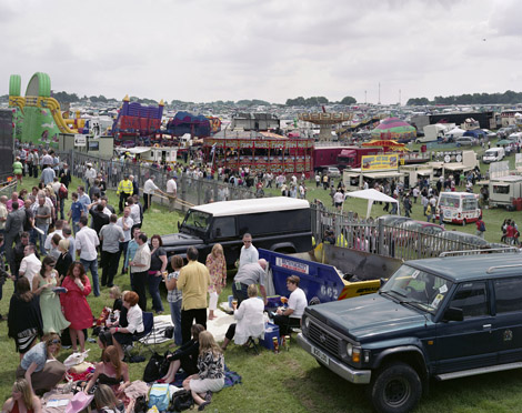 Derby Day, Epsom Downs Racecourse, Sunday 7th June 2008 © Simon Roberts / Chris Boot Ltd