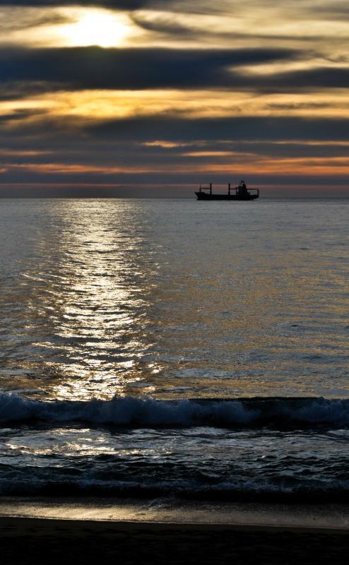 Mar, nubes y destellos (jorge zeballos briones)