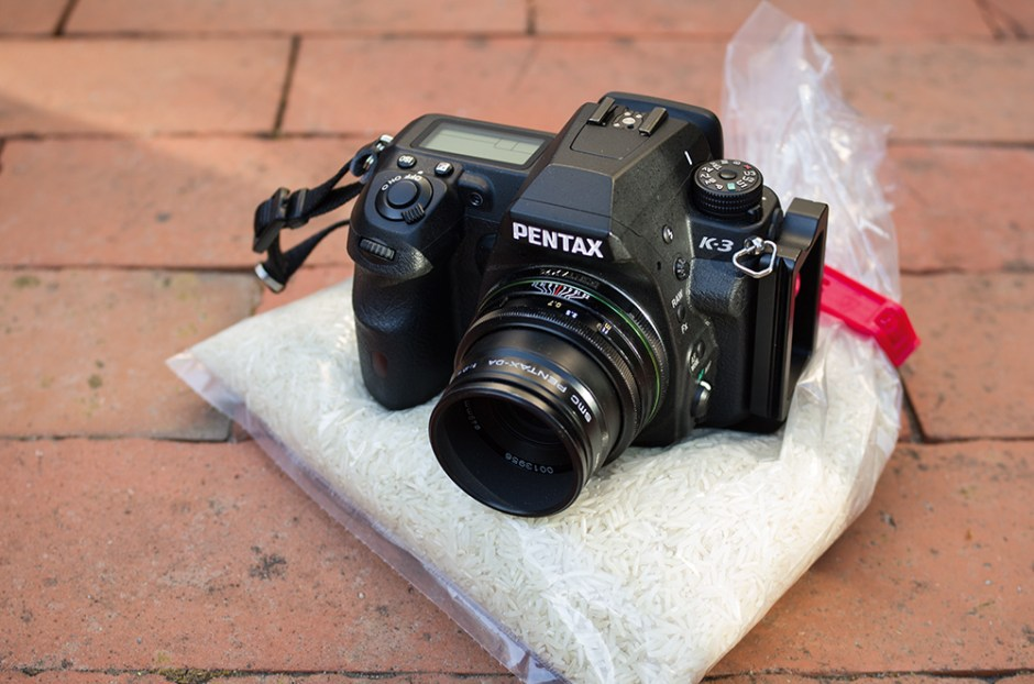 bodennah fotografieren mit DIY Bohnensack (Reis) mit Kamera