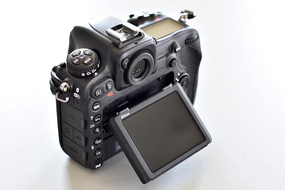 Nikon D500 mit klappbarem Touchscreen