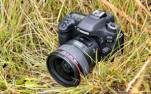 Canon 80D, jeden z modeli objętych promocją.