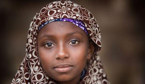 Benin: jeune fille à Ouidah by claude gourlay