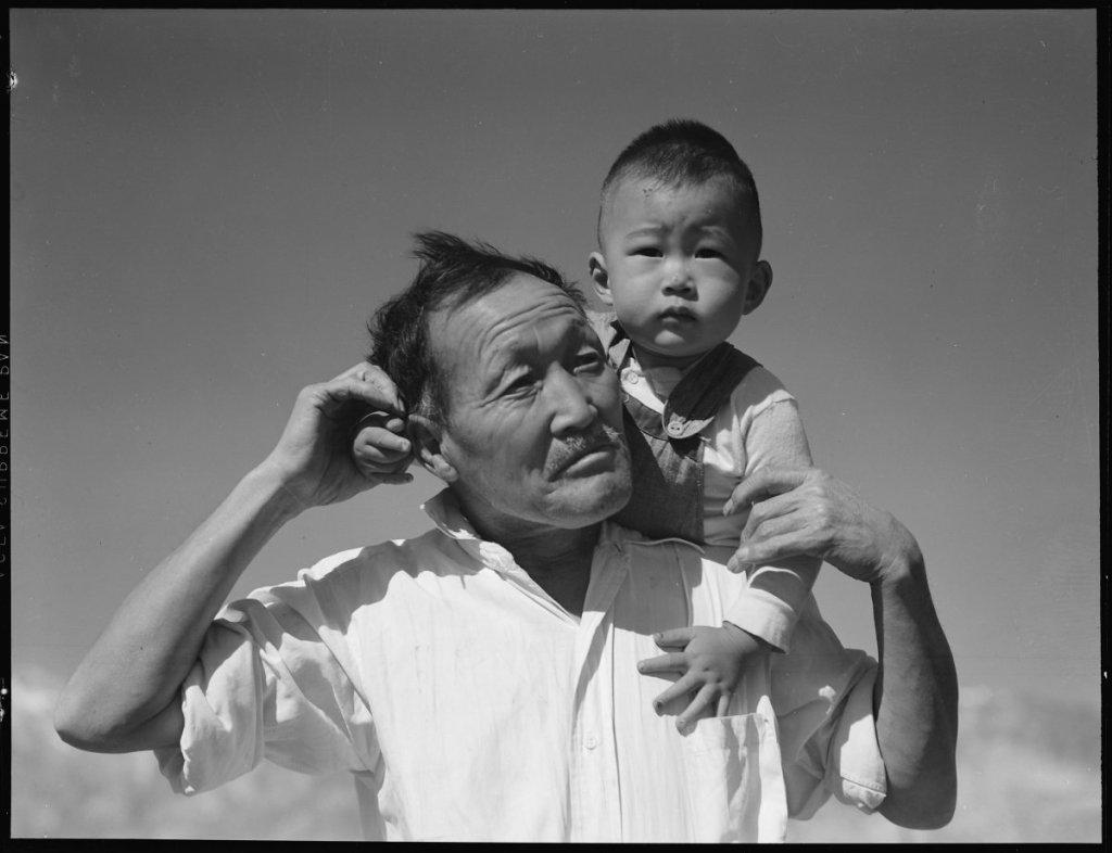 Dorothea Lange, Grandfather and grandson at Manzanar Relocation Center