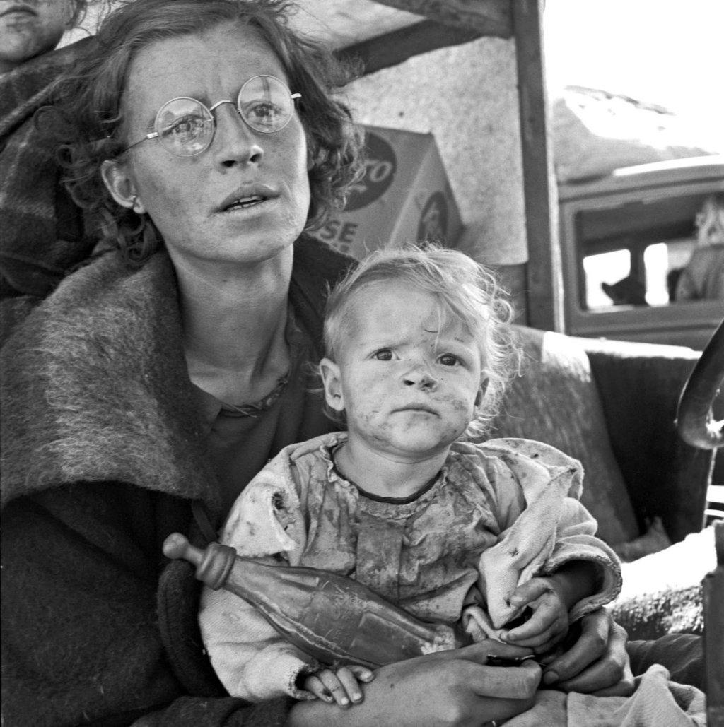 Dorothea Lange - Mother and baby of family on the road_ Tulelake, Siskiyou County, California, 1939