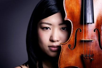 Künstlerportrait von einer Jungen Frau mit Geige aus dem Fotostudio Thomas in Mannheim