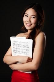 Sängerin wurde im Fotostudio portraitiert.