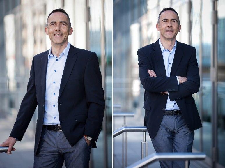 Businessportraits in Mannheim, draußen von einem Mann im Anzug in Mannheim.