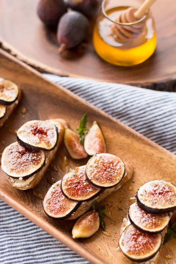 These Fig and Goat Cheese Crostini with Honey are one of my favorite ...