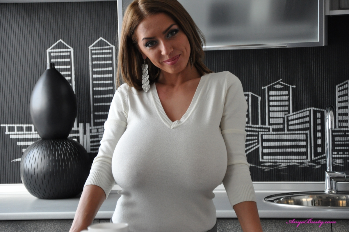 women with lsrge tits in sweaters