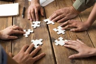 L'ambiguïté de l'économie collaborative réside dans son opposition au capitalisme tout en cherchant à maximiser ses profits