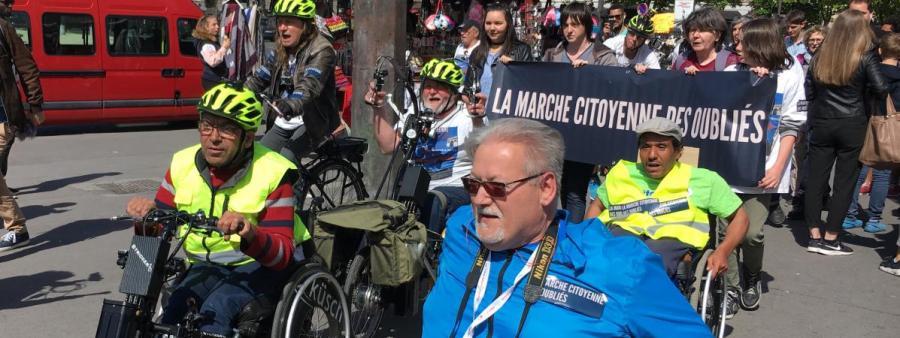Partie de Nantes (Loire-Atlanique) le 25 mars 2017, la marche citoyenne est arrivée place du Trocadéro, à Paris, le 11 avril, pour alerter les candidats à l\'élection présidentielle.