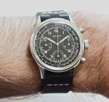 The black Gallet Multichron 12 on the wrist