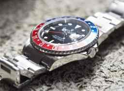 Rolex 16710 GMT-Master II features Solid End Links