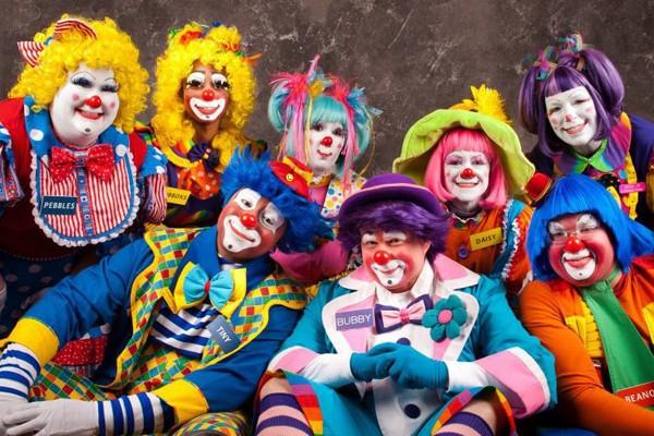 group photo clowns