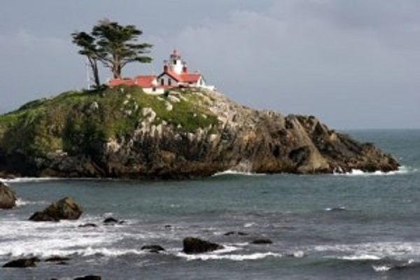 lighthouse-in-california