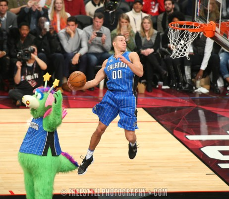 TORONTO, CANADA - FEBRUARY 13: Aaron Gordon #00 of the Orlando Magic attempts a dunk during the Verizon Slam Dunk Contest during State Farm All-Star Saturday Night as part of the 2016 NBA All-Star Weekend on February 13, 2016 at Air Canada Centre in Toronto, Ontario, Canada. (Photo by Andre Ringuette /NBAE via Getty Images)