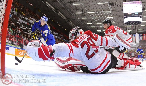 Sweden's Anton Karlsson #27 gets a shot off on Canada's Mackenzie Blackwood #29 to score Team Sweden's fourth goal of the game during preliminary round action at the 2016 IIHF World Junior Championship. (Photo by Matt Zambonin/HHOF-IIHF Images)