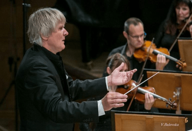 Maestro Friedrich Pfeiffer dirigiert Verdis Requiem in der Bulgaria Hall
