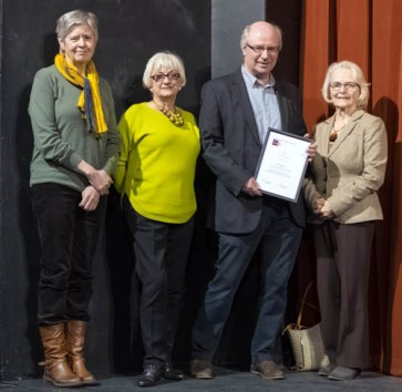 Sandy Marshall, Gloria Jones, John Simpson and Judy Langhorn with their award