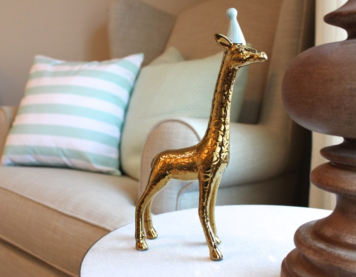 nursery giraffe decor