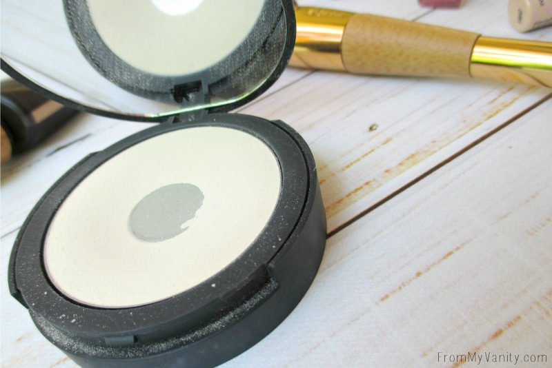 This powder from IT Cosmetics is EVERYTHING!!