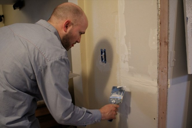 Jesse mudding drywall