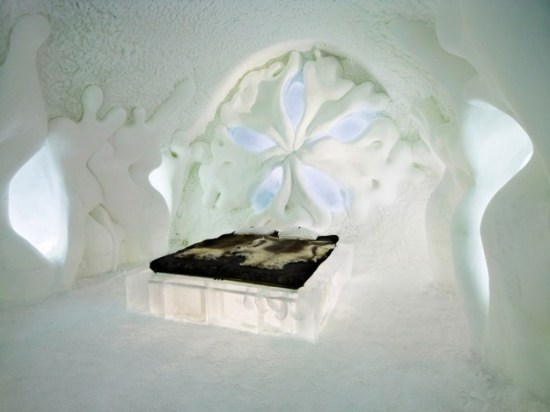Hotel-made ​-of-ice-and-snow-in-Sweden-015