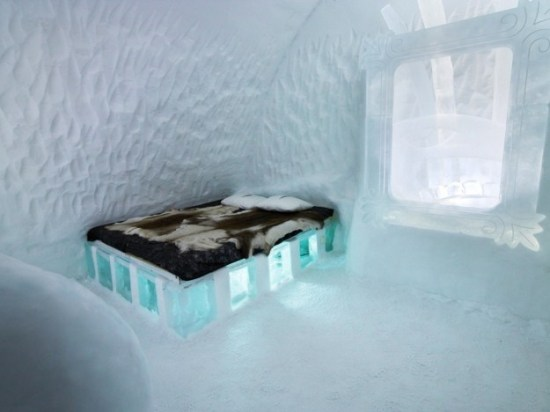 Hotel-made ​-of-ice-and-snow-in-Sweden-025