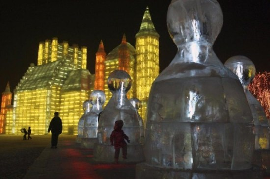 Ice-and-Snow-Sculpture-Festival-011