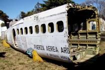 Los restos del DHC-6 Twin Otter T-83 se emplean para prácticas de lucha contra incendios de aeronaves (foto: Emmanuel Tula).