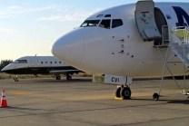 El Boeing 737 CC-CVI de Aero Desierto y el Challenger N550CW que llevaron la selección argentina y a Marcelo Tinelli para el partido Argentina - Jamaica del 20 de junio (foto: Jaime Andrés Lamas Soto)