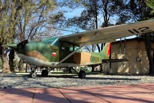 """Tras casi cuatro décadas de servicio, el Cessna 172 112 """"Volcán Calbuco"""" se conserva a la entrada del BAVE (foto: Carlos Ay)."""