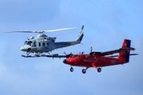 Dos exponentes del Grupo 6: Un Twin Otter en esquema antártico y un Bell 412 (foto: Jorge Tima Carrasco).