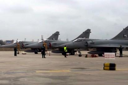 Línea de vuelo de los Mirage 2000 del Grupo 4 que tomaron parte del ejercicio Bilat 2015 operando como visitantes desde la Base Aérea de Chiclayo (captura video Fuerza Aérea Peruana).